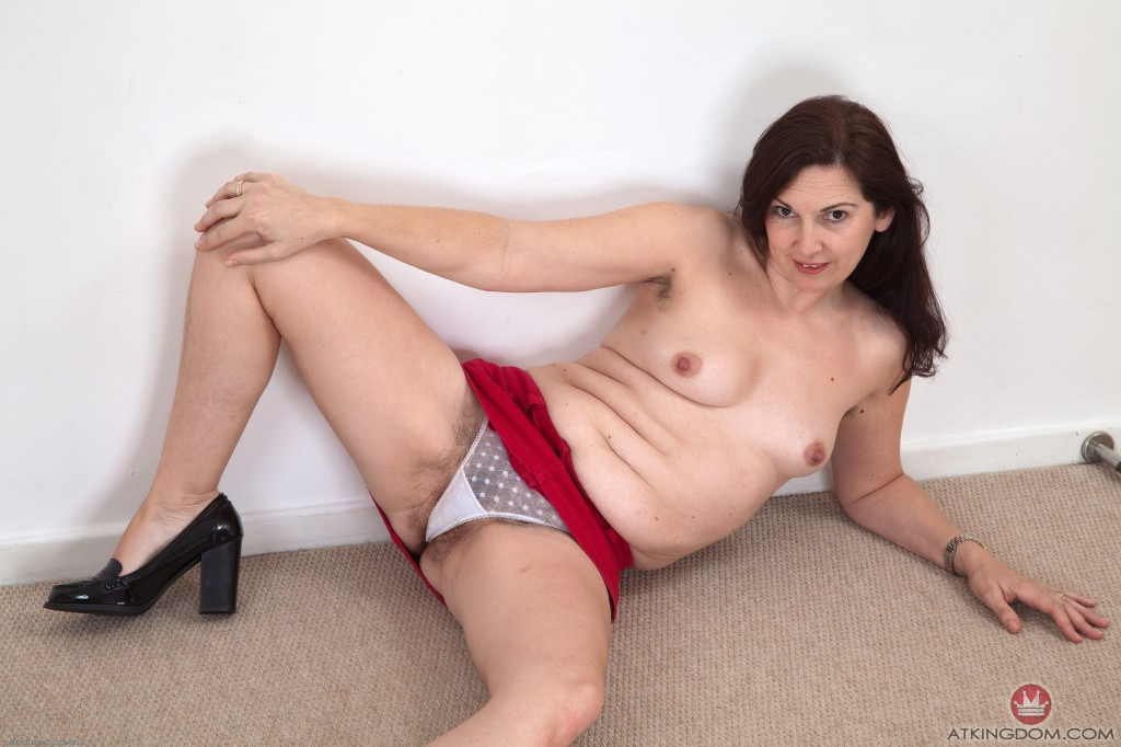 hairy brunette atk - Hairy brunette babe Francesca is being a little naughty in front of the  camera. Â«
