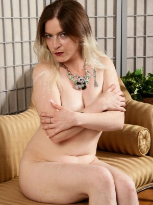 Furry milf babe named Tink spreads on the couch