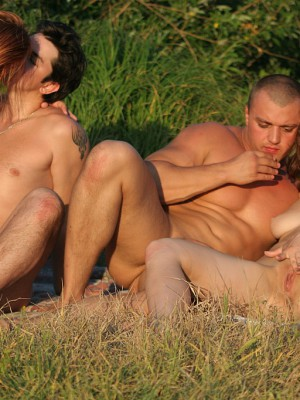 Crazy outdoor flirting turns sexual