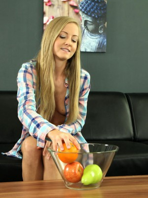 Marvelous blond Sicilia likes piss play