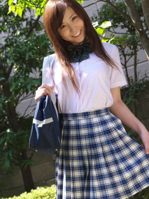 Schoolgirl iyo hanak poses in the open air in hawt petticoat