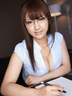 Shiori Kamisaki Oriental in a nutshell petticoat shows huge figure in bra