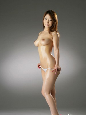 Sakura Kokomi Oriental takes outfits down and reveals huge oiled breasts