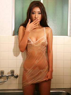 Sayaka Ando Oriental is very erotic having fun with bathtub over clothes