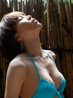 Yumiko Shaku Oriental in orange shower match takes a walk-on the beach