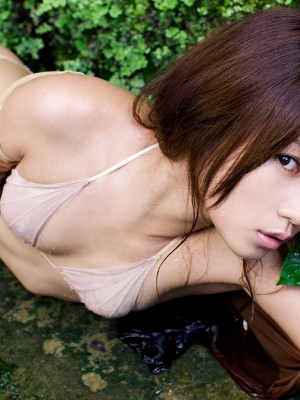 Yuuki Fukasawa Oriental reveals hot area in panty under colorful dress