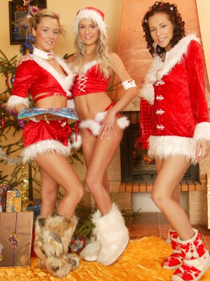 Josje, Natascha & Sandy lesbian Christmas action fun time