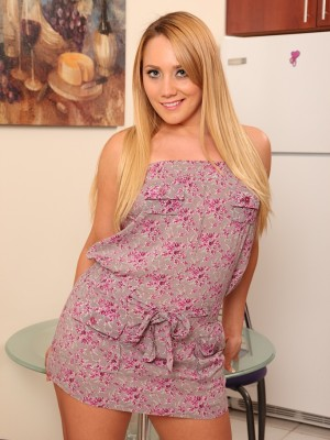 Gorgeous coed Kaylee Evans touches ice on her clit.