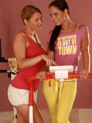 Lesbo Workout – Antonya & Kari