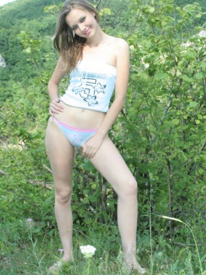 Cute teen undresses to disclose her sweet body outdoors