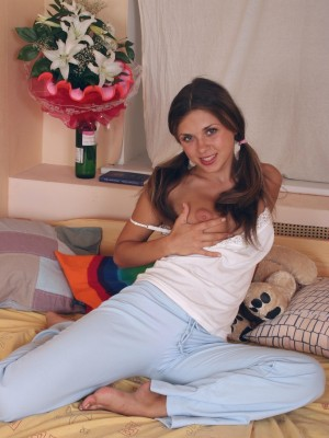 Olivia receives insatiable in her bedroom