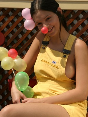 Outdoor balloon fun with Eva