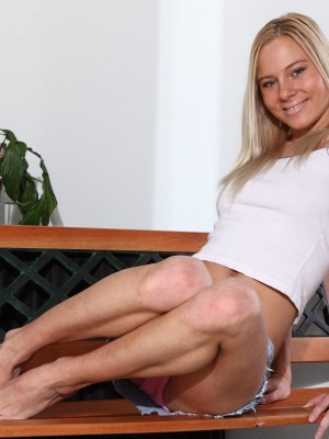 Cool young golden-haired widening her pussy on the bed