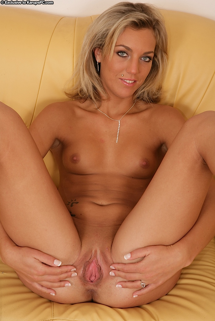 angelica-pulls-off-tight-jeans-and-stuffs-toy-into-her-pussy-14