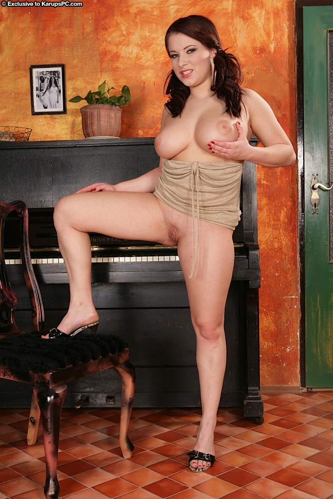 busty-babe-teri-strips-and-shows-off-her-huge-jugs-15