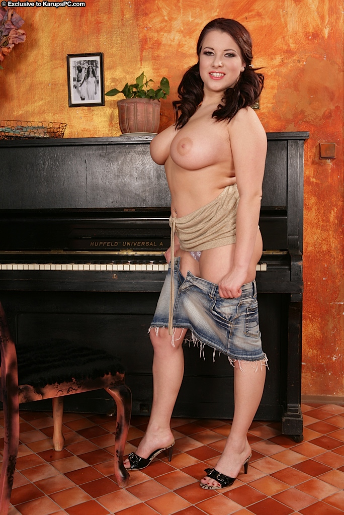 busty-babe-teri-strips-and-shows-off-her-huge-jugs-6