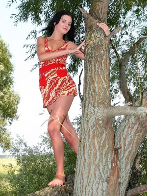 Lynda undresses in nature's garb outdoors.