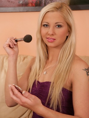 Hot golden-haired Candy Caine finger unloads herself.