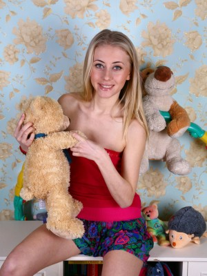 Blond chick in chamber